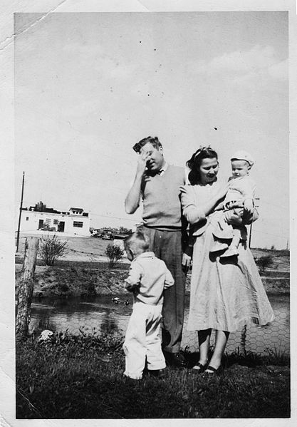 Embarrassed_Father_-_Vintage_family_Photo